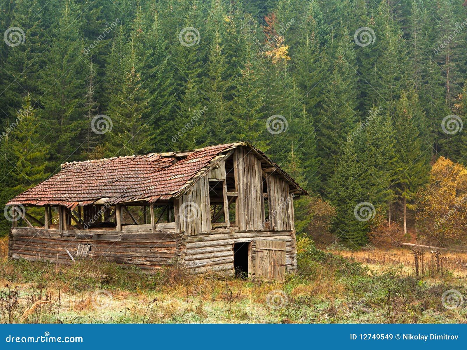 paysage avec la vieille grange dans les montagnes image stock image du for t automne 12749549. Black Bedroom Furniture Sets. Home Design Ideas
