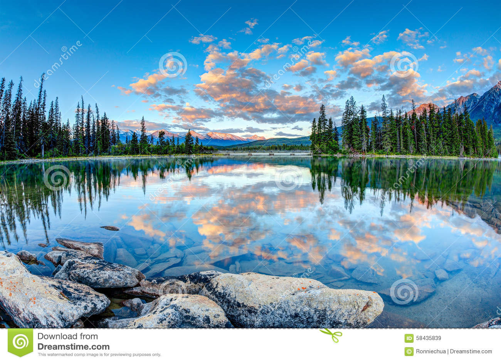 Paysage canadien : Lever de soleil au lac pyramid en Jasper National P