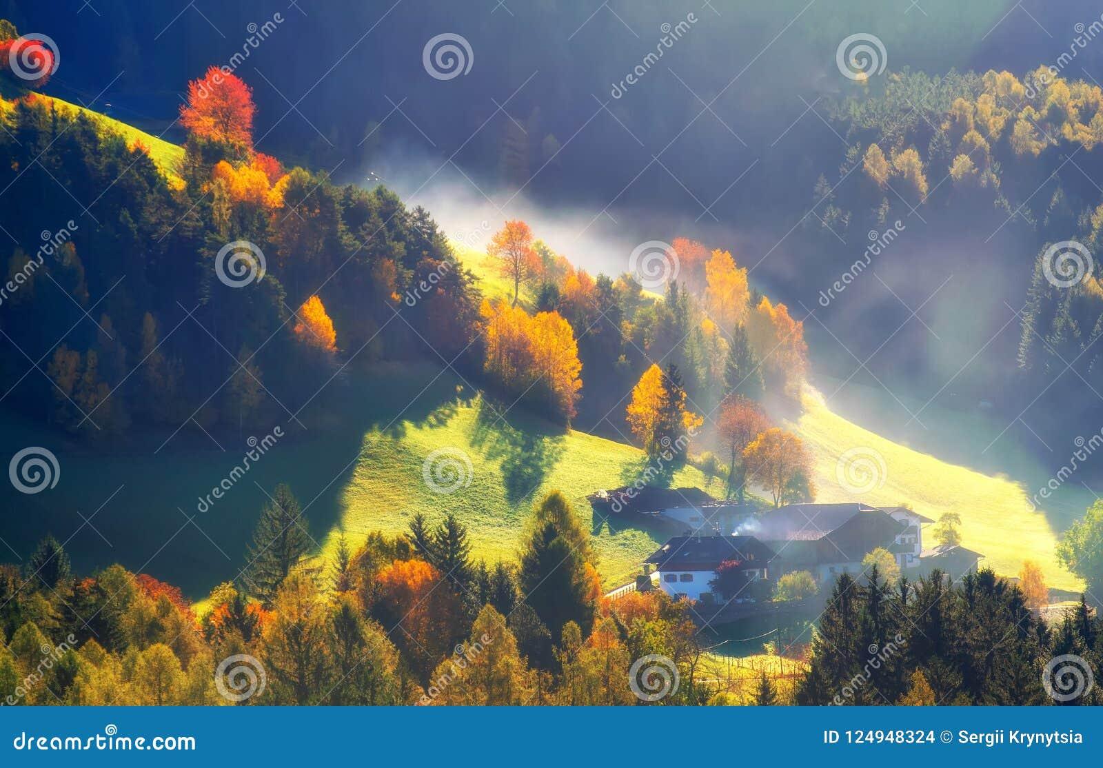 Paysage coloré d automne dans les montagnes, Alpes, Italie