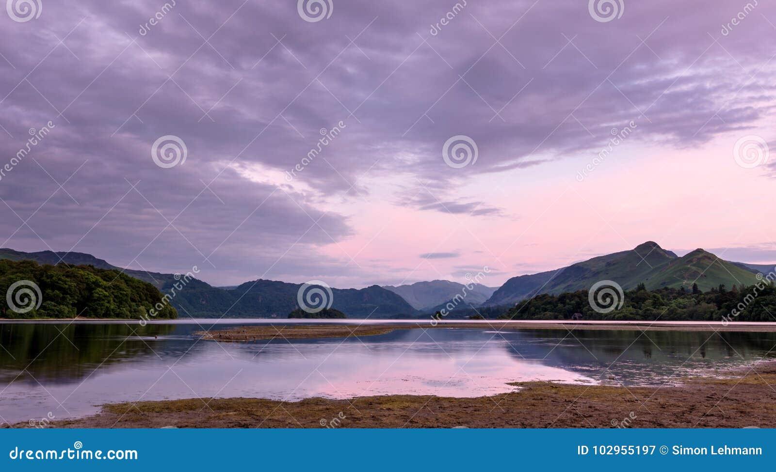 Paysage d été - secteur de lac, Angleterre