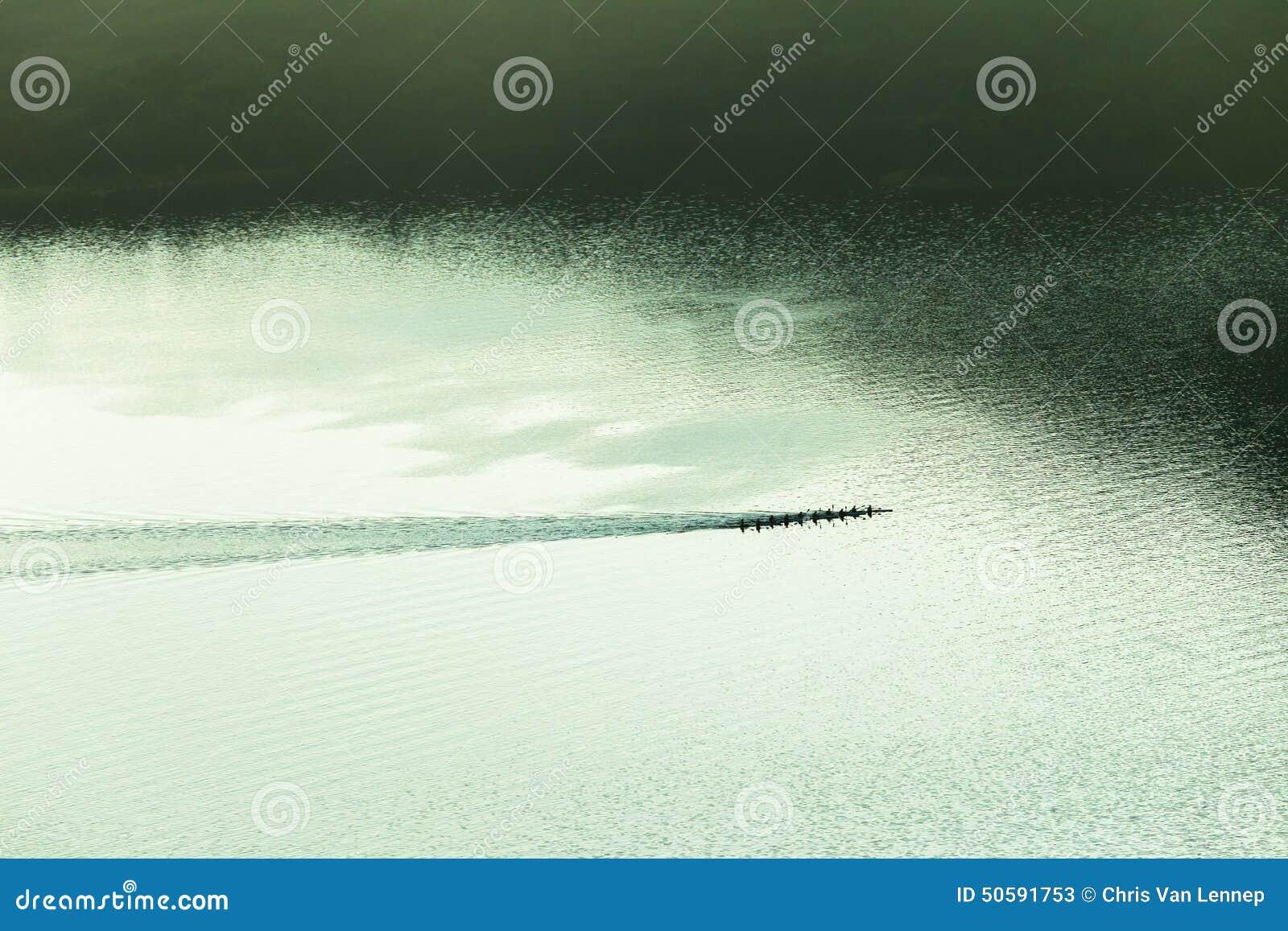 Paysage d air de Paddlers de canoës