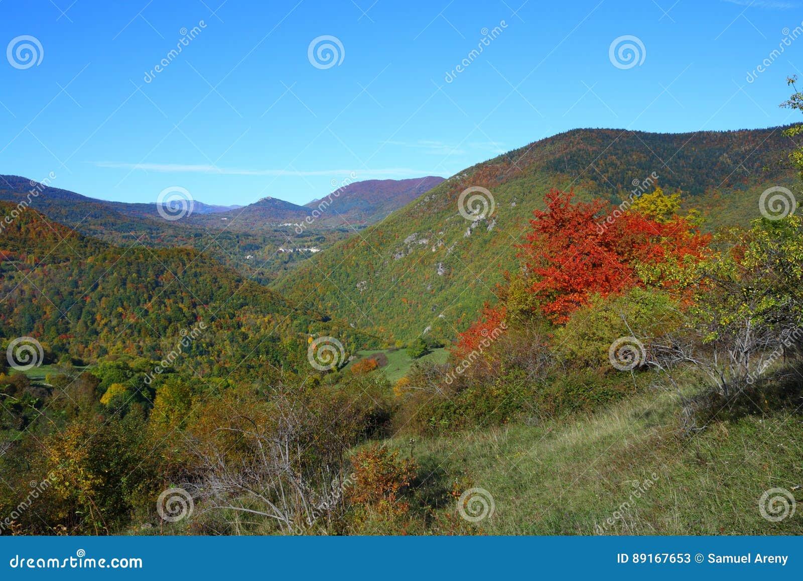 Paysage d automne dans Pyrénées, Frances