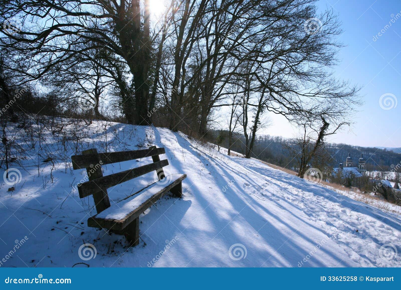 paysage d 39 hiver avec le banc photo stock image du tranquille nature 33625258. Black Bedroom Furniture Sets. Home Design Ideas