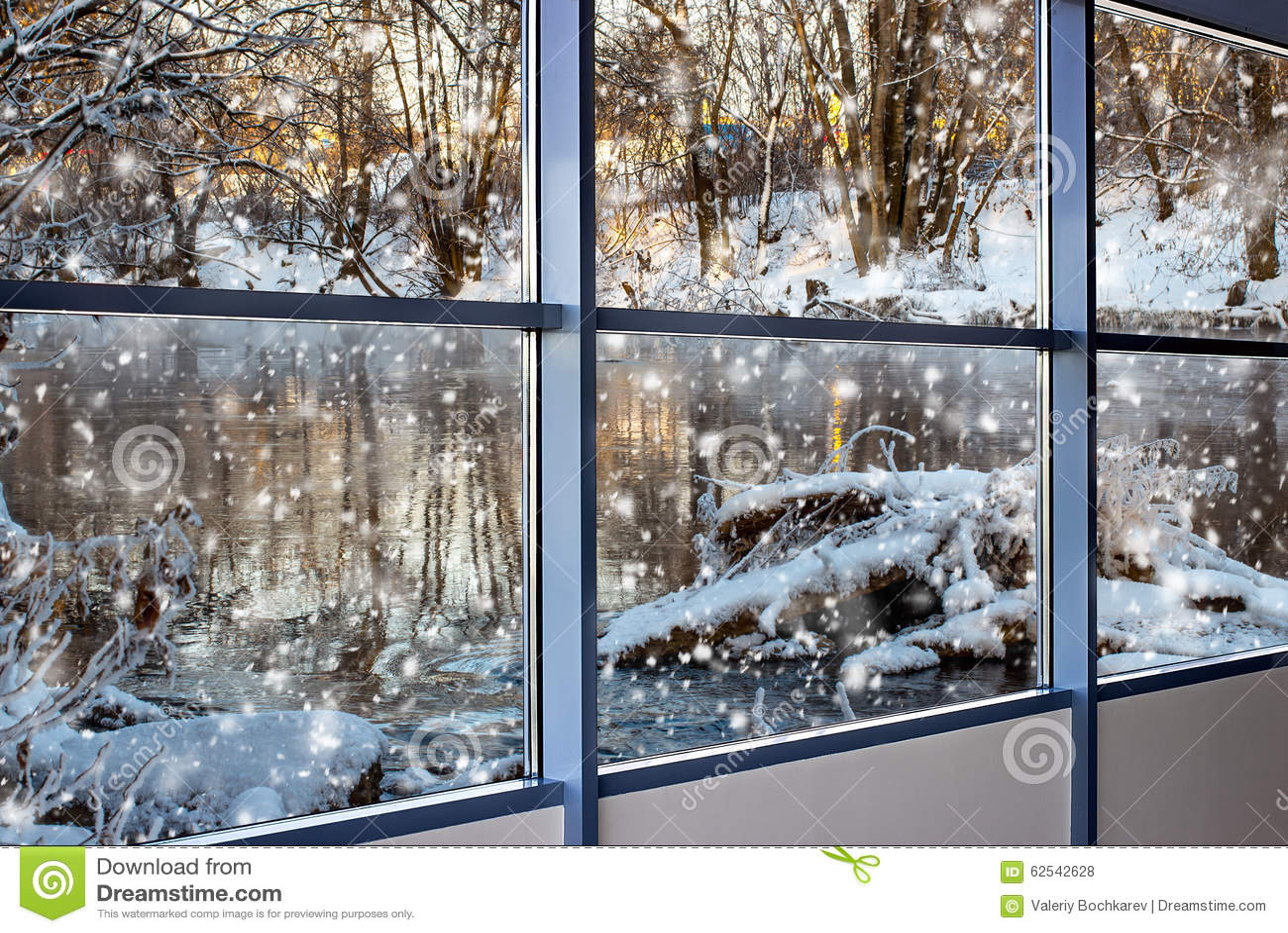 Paysage d 39 hiver en dehors de la fen tre photo stock for Fenetre hiver