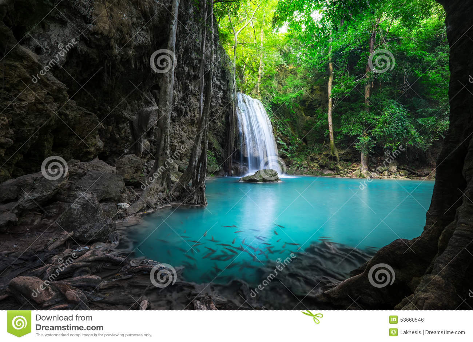 paysage de jungle avec la cascade d 39 erawan kanchanaburi tha lande photo stock image du. Black Bedroom Furniture Sets. Home Design Ideas