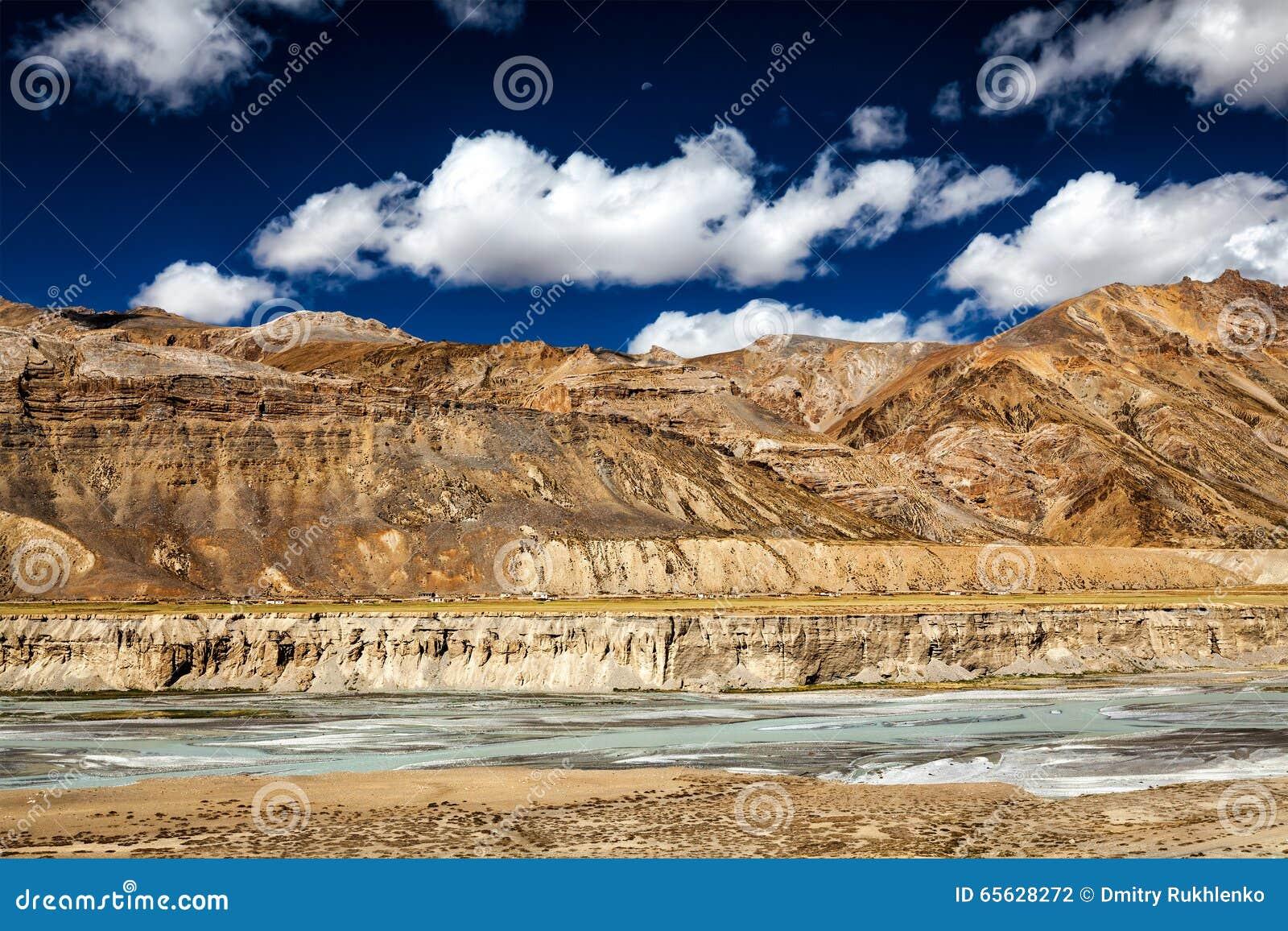 Paysage de l Himalaya le long de route de Manali-Leh