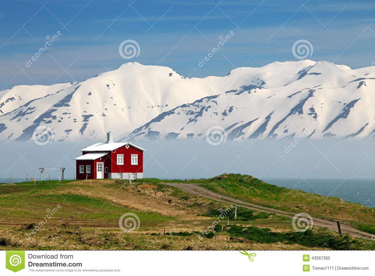 paysage de l 39 islande fjord eyjafjordur maison montagnes photo stock image 43567265. Black Bedroom Furniture Sets. Home Design Ideas