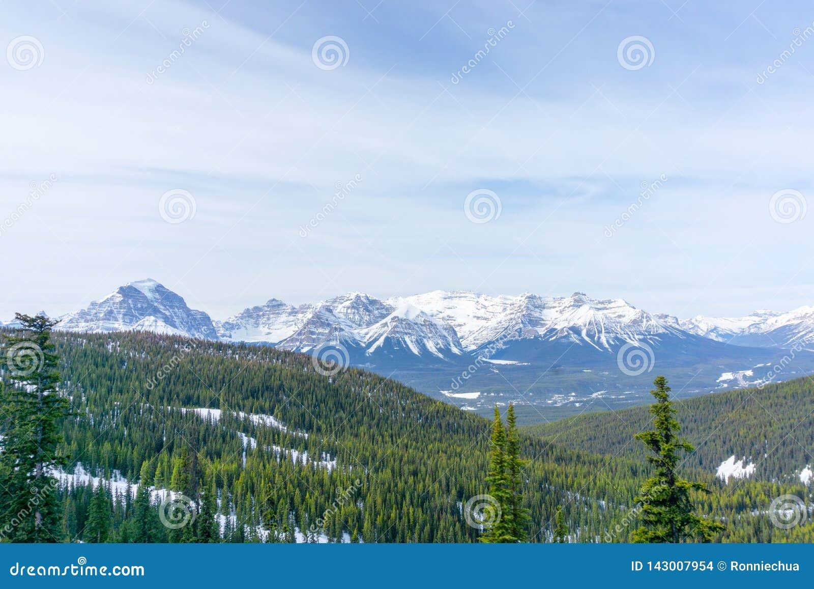 Paysage de montagne de Canadien les Rocheuses au lac Louise Near Banff