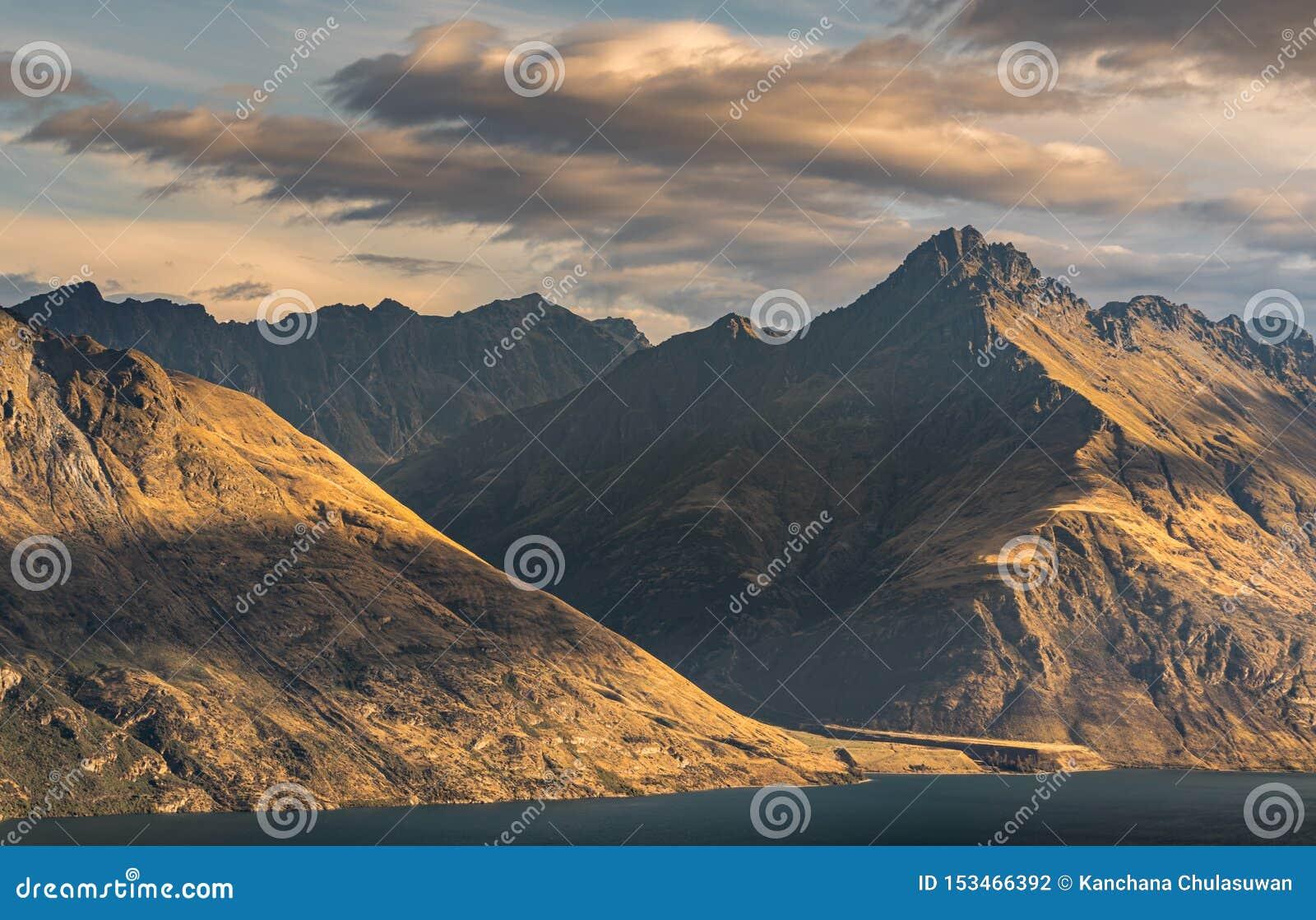 Paysage de montagne de lac Wakatipu Queenstown