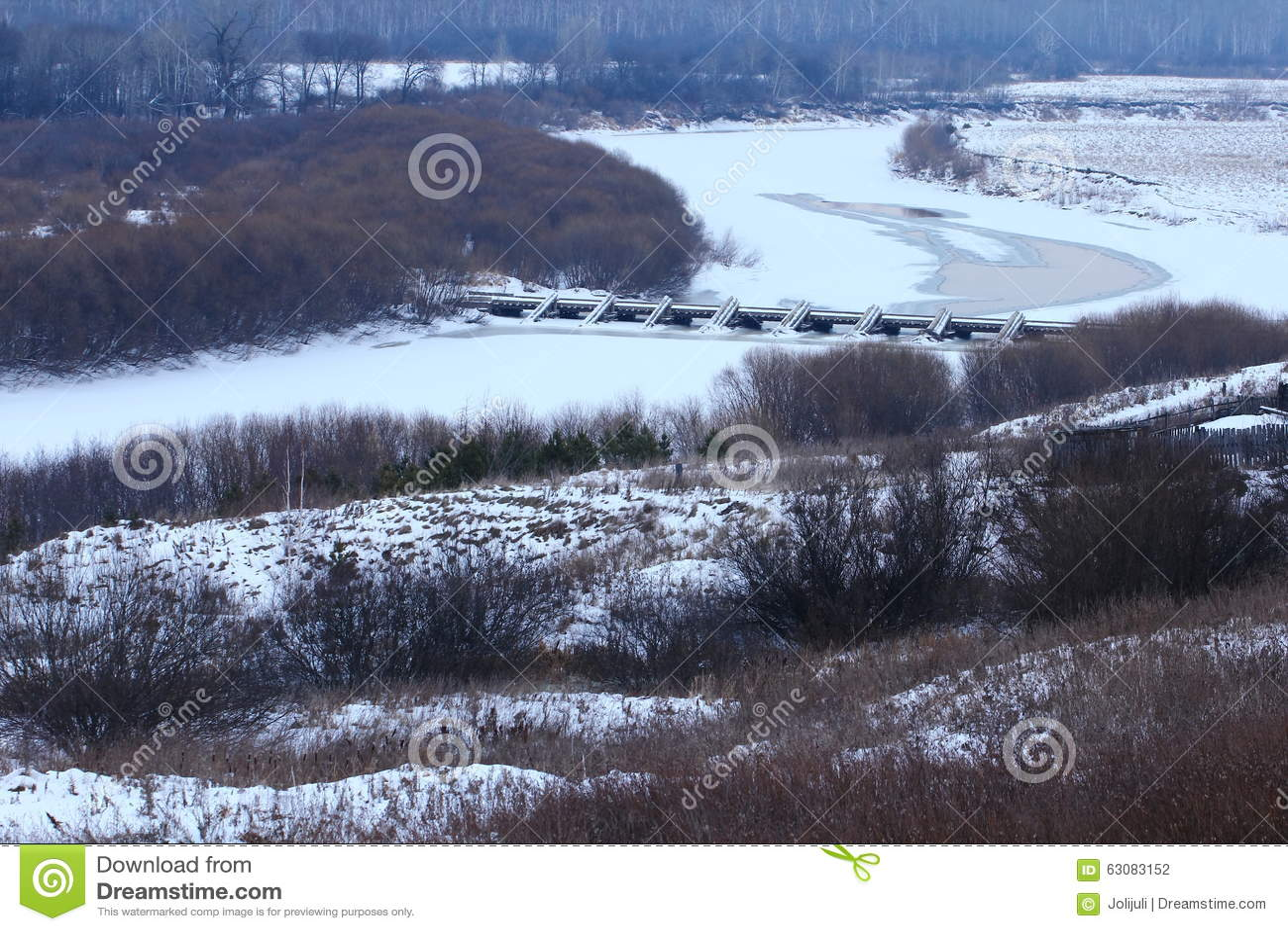 Download Paysage de pays d'hiver photo stock. Image du pré, nature - 63083152
