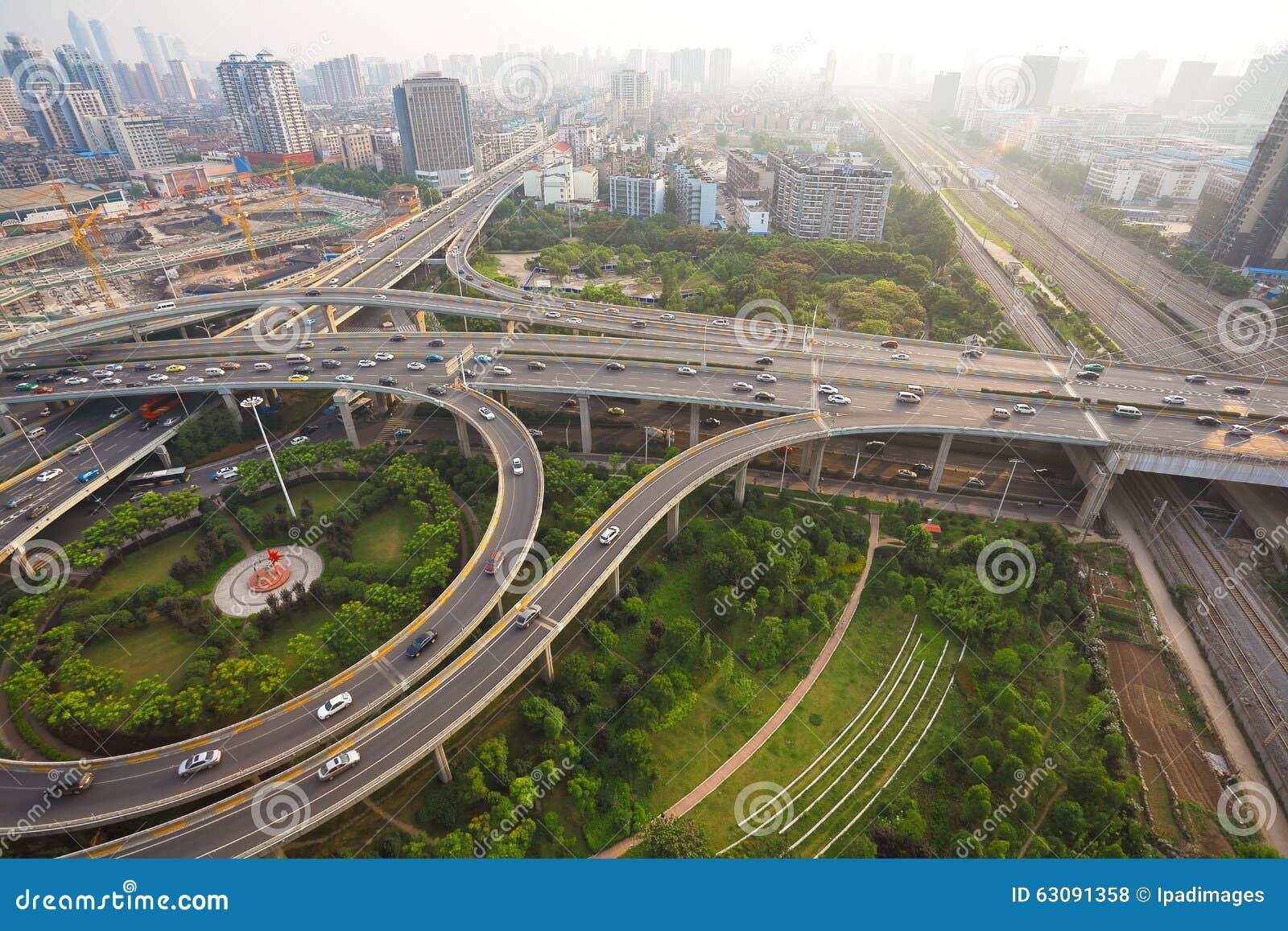 Download Paysage De Route De Pont De Viaduc De Ville Photo stock - Image du vide, passerelle: 63091358