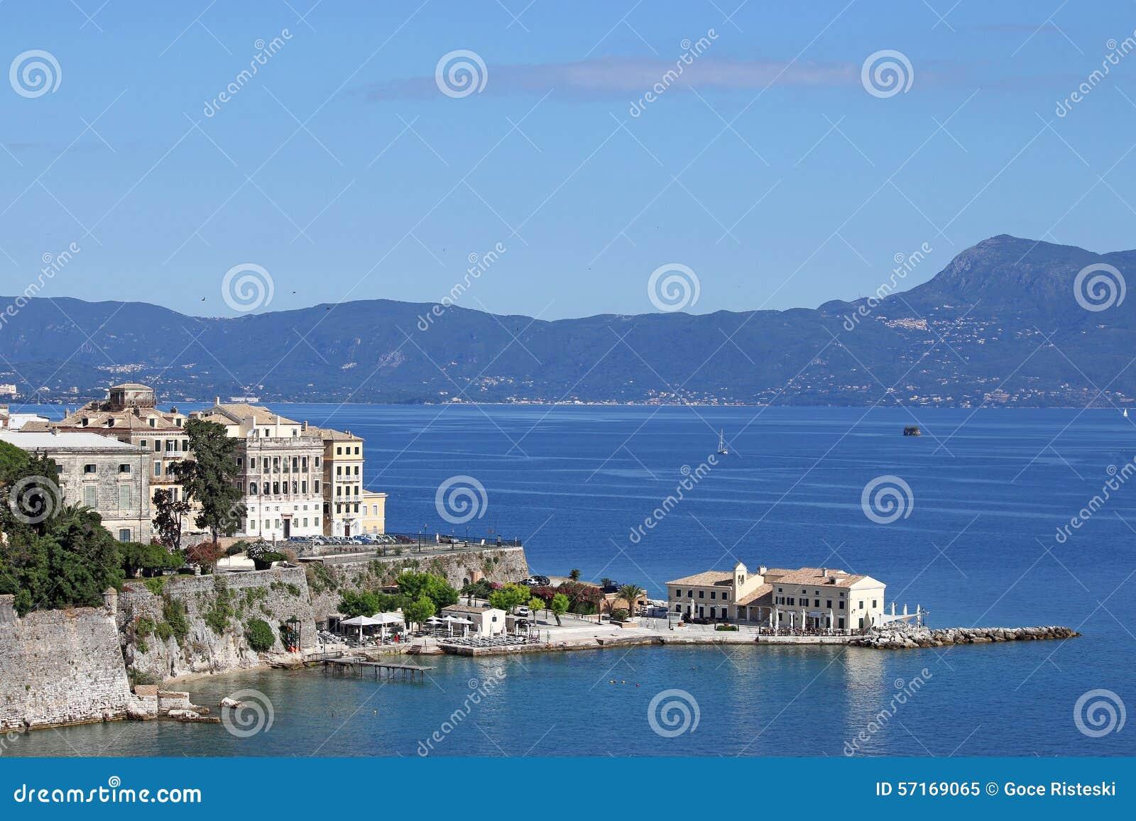 Paysage de ville et de mer de corfou photo stock image for Paysage de ville