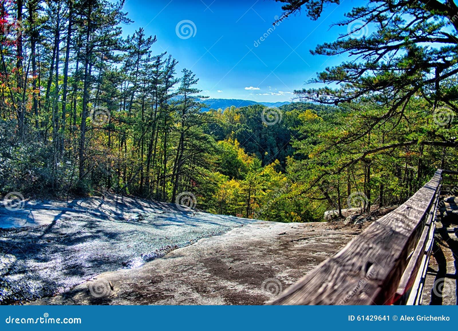 Paysage en pierre de la caroline du nord de montagne for Agence paysage nord