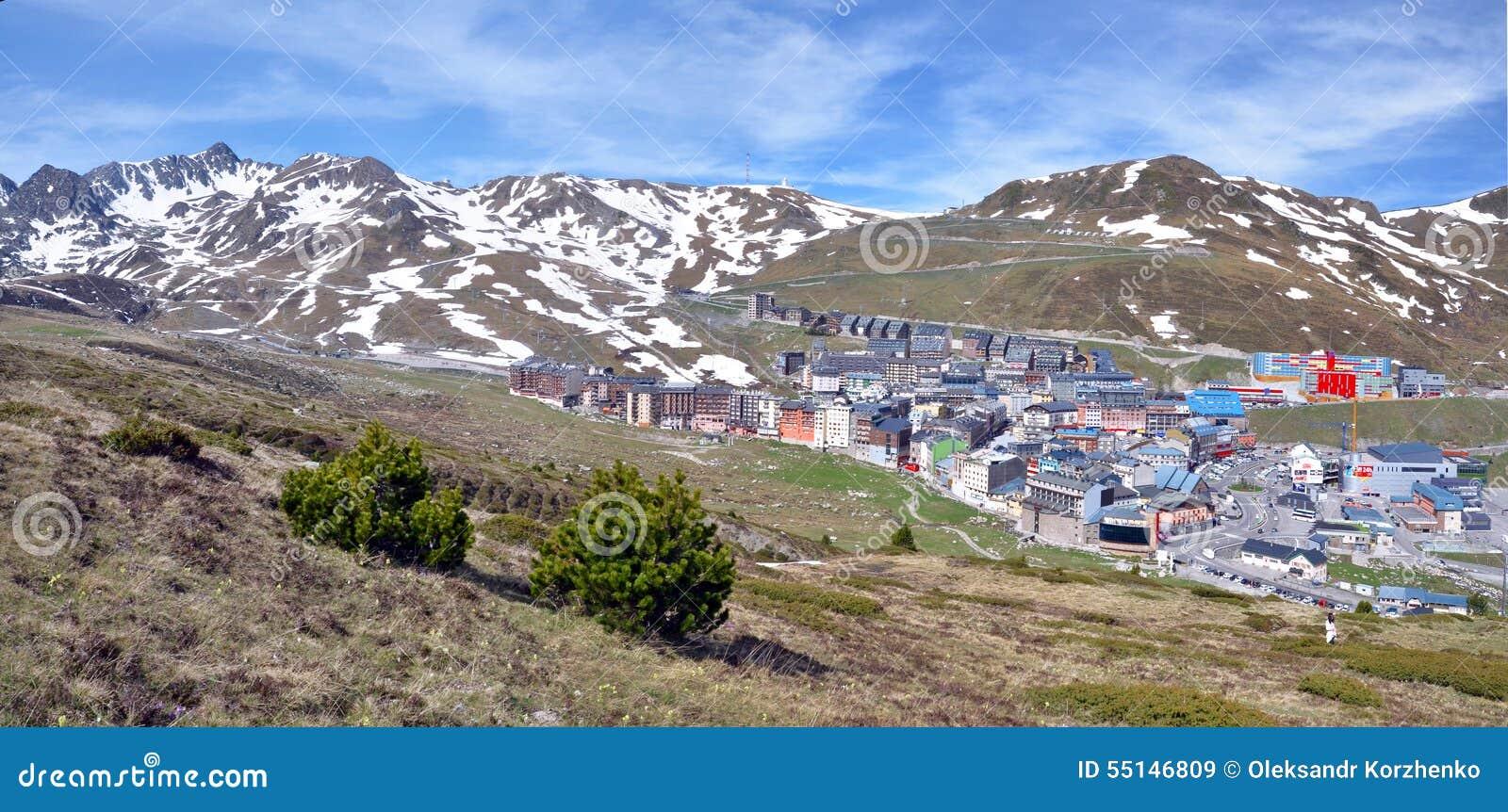paysage et paysage urbain de pas de la casa en andorre photo stock image 55146809. Black Bedroom Furniture Sets. Home Design Ideas