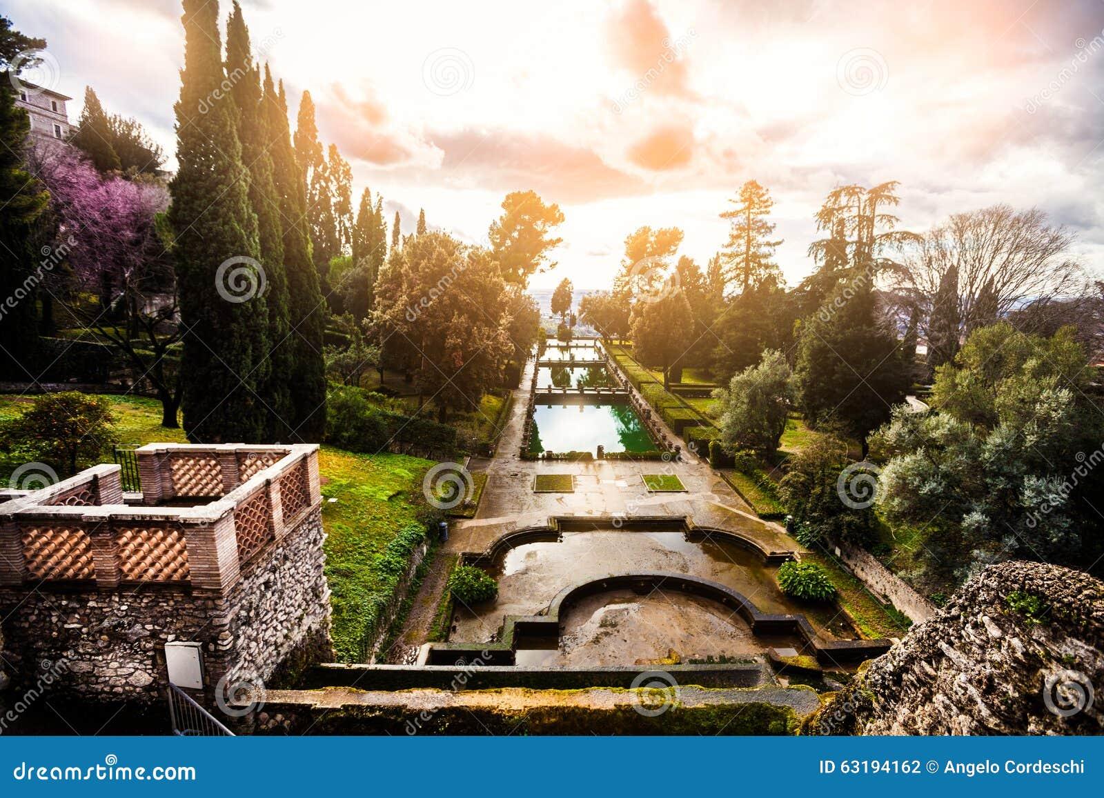 paysage fabuleux jardins et fontaines jardin italien de la renaissance italie photo stock. Black Bedroom Furniture Sets. Home Design Ideas