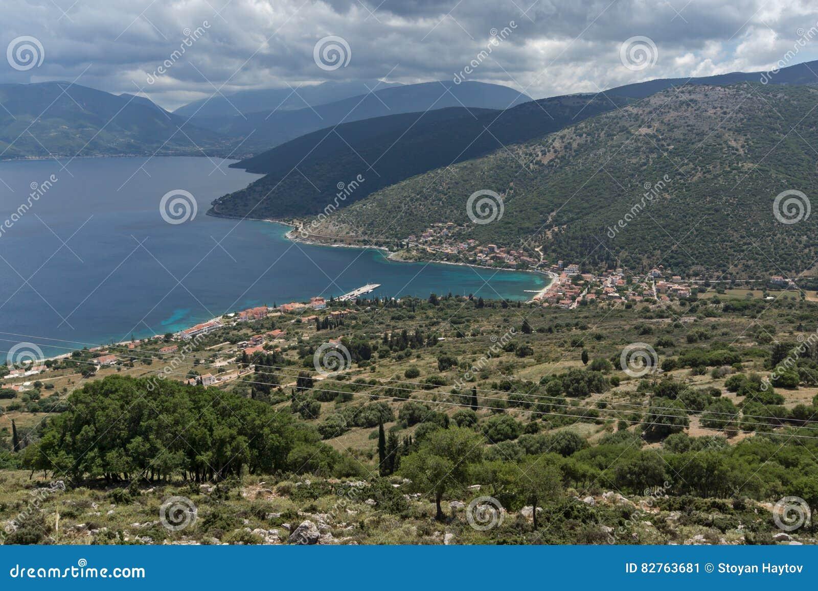 Paysage marin de ville d 39 agia effimia kefalonia gr ce for Paysage de ville