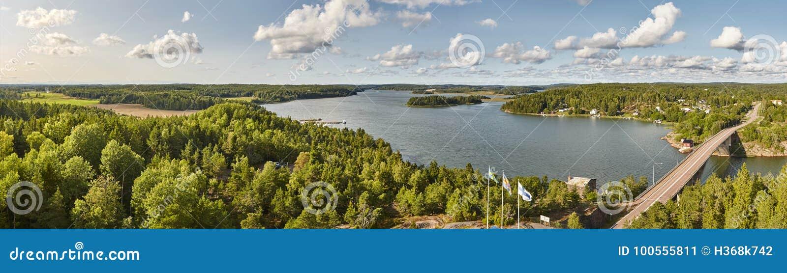 Paysage panoramique de la Finlande avec des îles d Aland de lac et de forêt