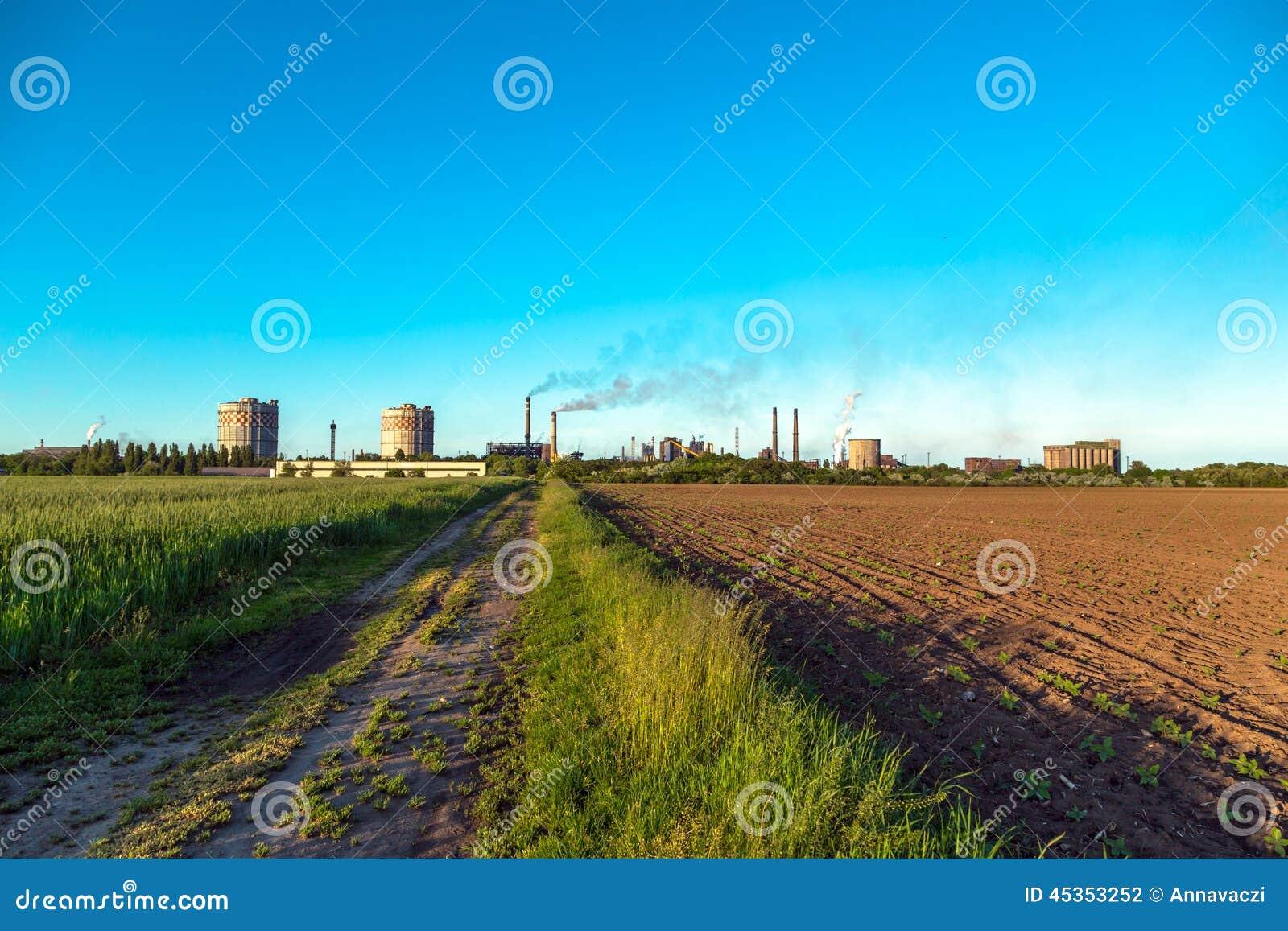 Paysage rural avec l usine