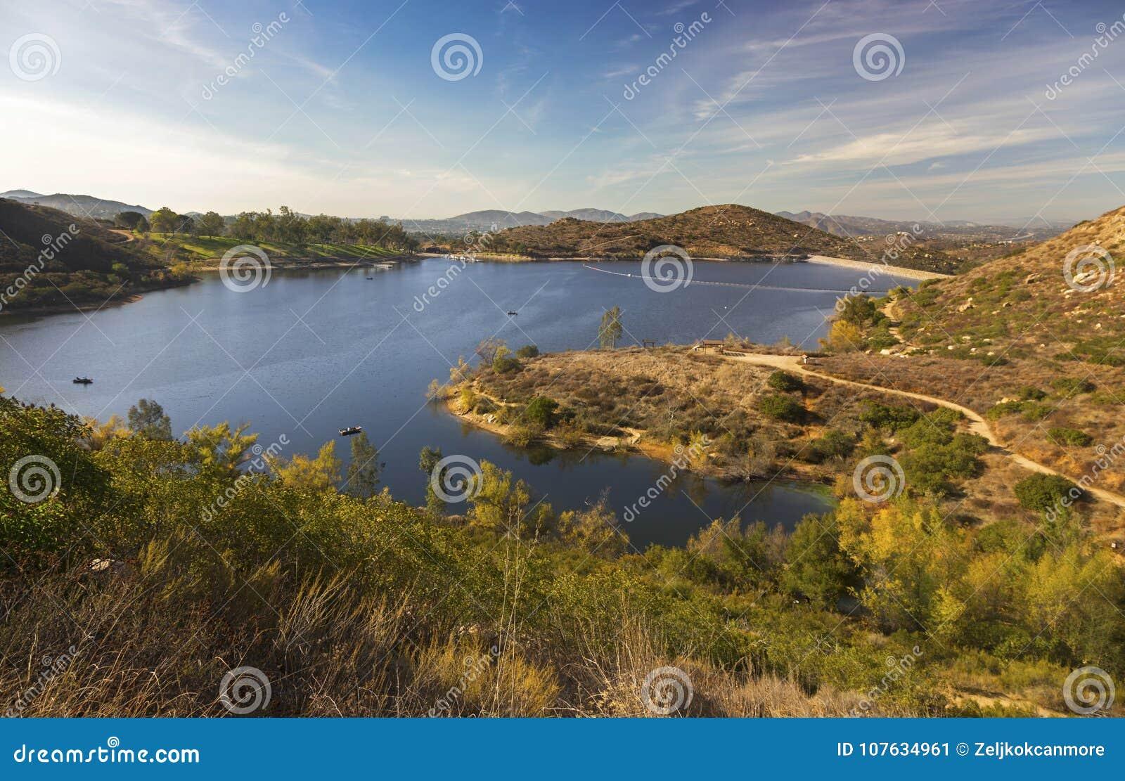 Paysage scénique San Diego County North de Poway de lac