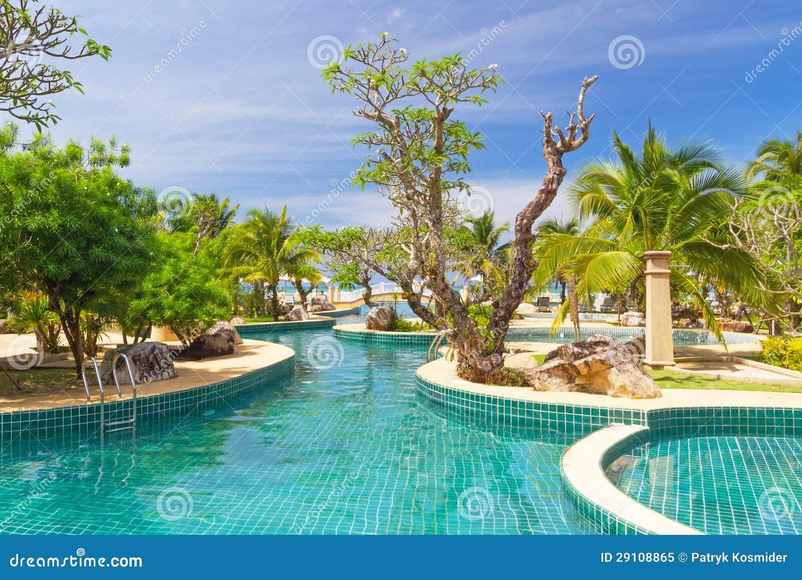 Paysage tropical de jardin en tha lande for Paysage de jardin