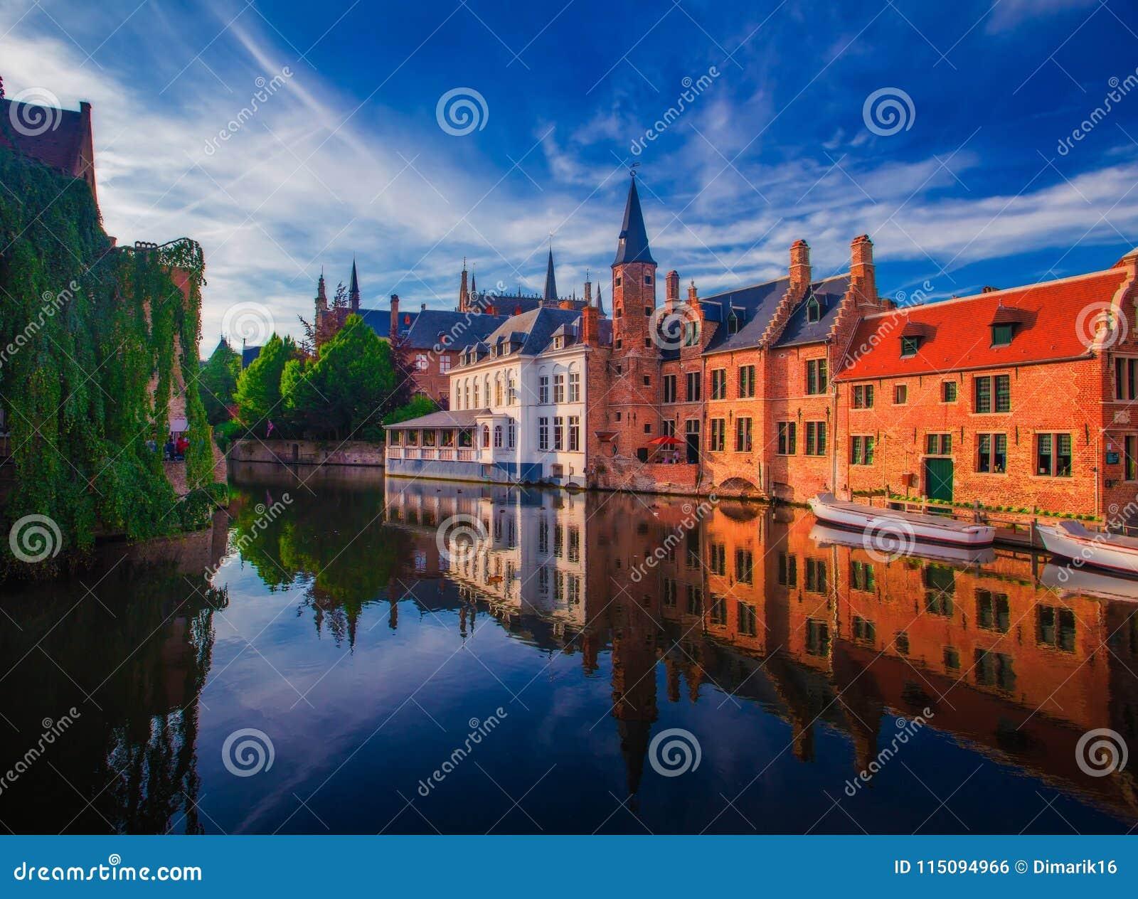 Paysage urbain étonnant de Bruges le jour d été