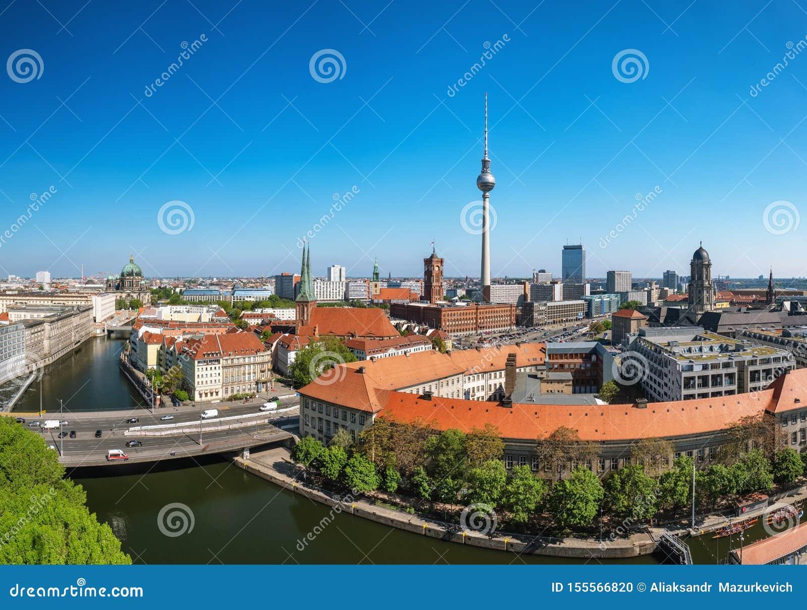 Paysage urbain de Berlin avec la cathédrale de Berlin et la tour de télévision