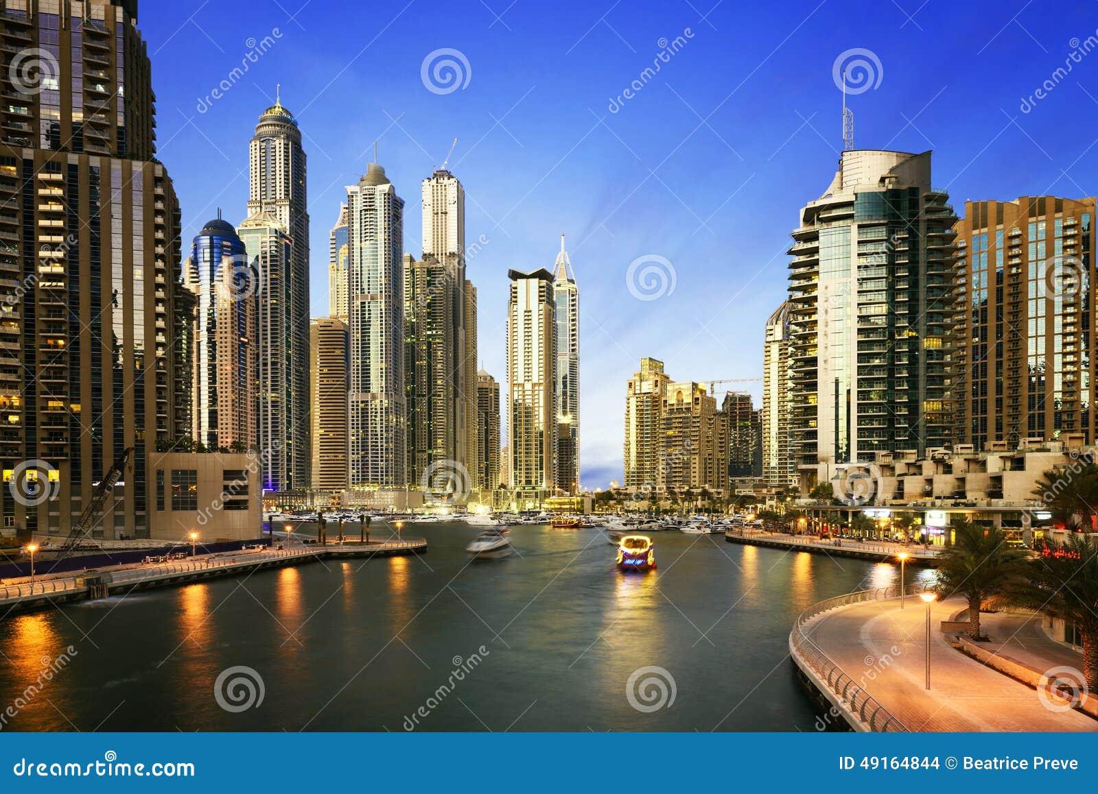 paysage urbain de duba la nuit emirats arabes unis photo stock image 49164844. Black Bedroom Furniture Sets. Home Design Ideas