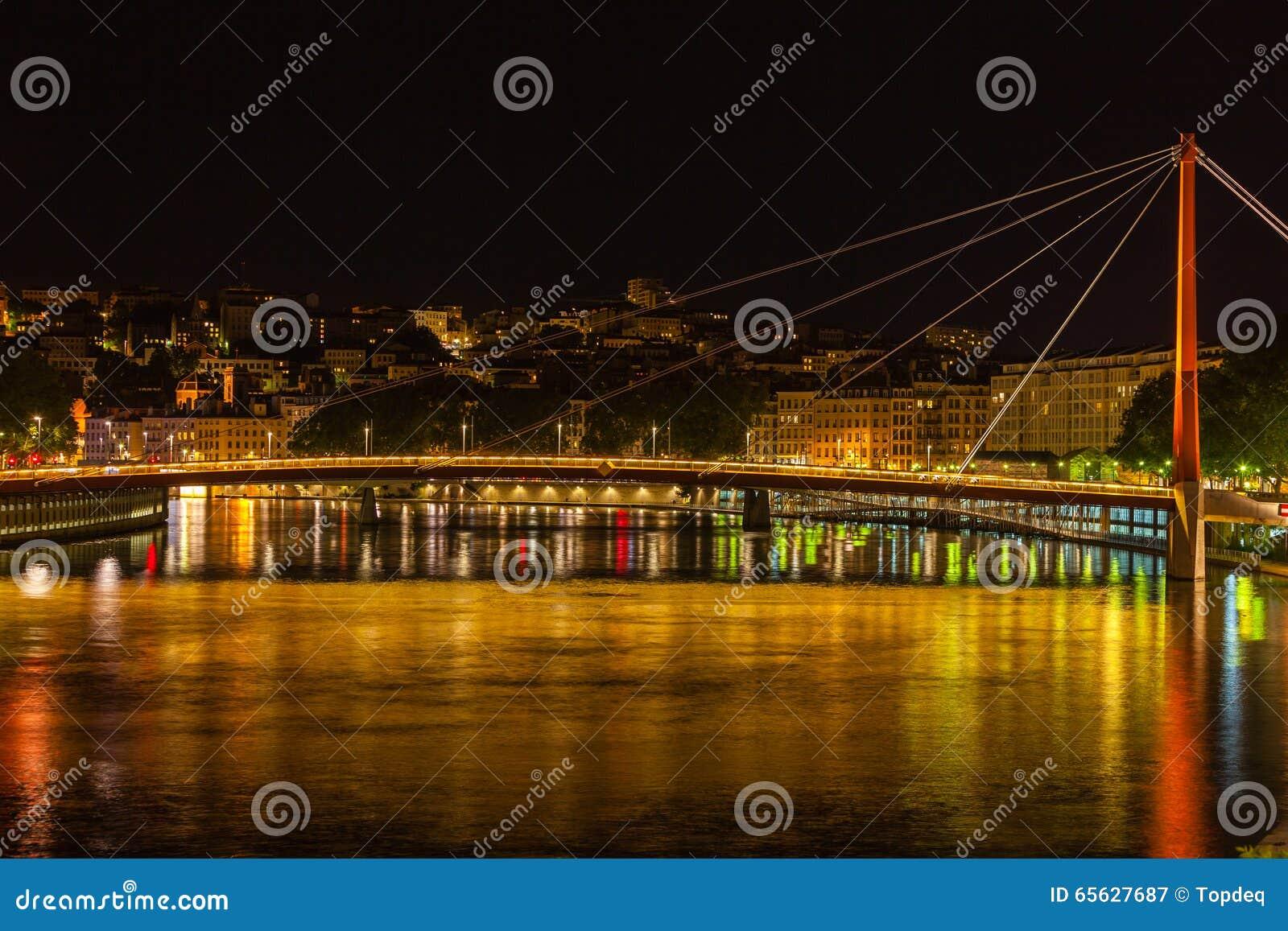 Paysage urbain de Lyon, France la nuit