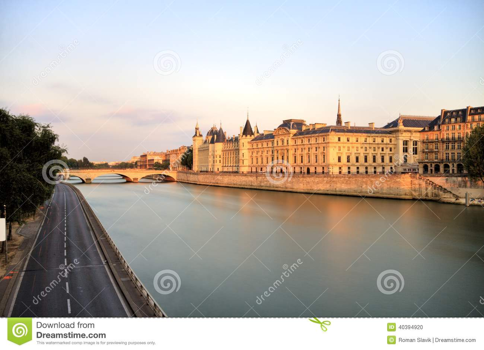Paysage urbain de paris la seine photo stock image 40394920 for Paris paysage