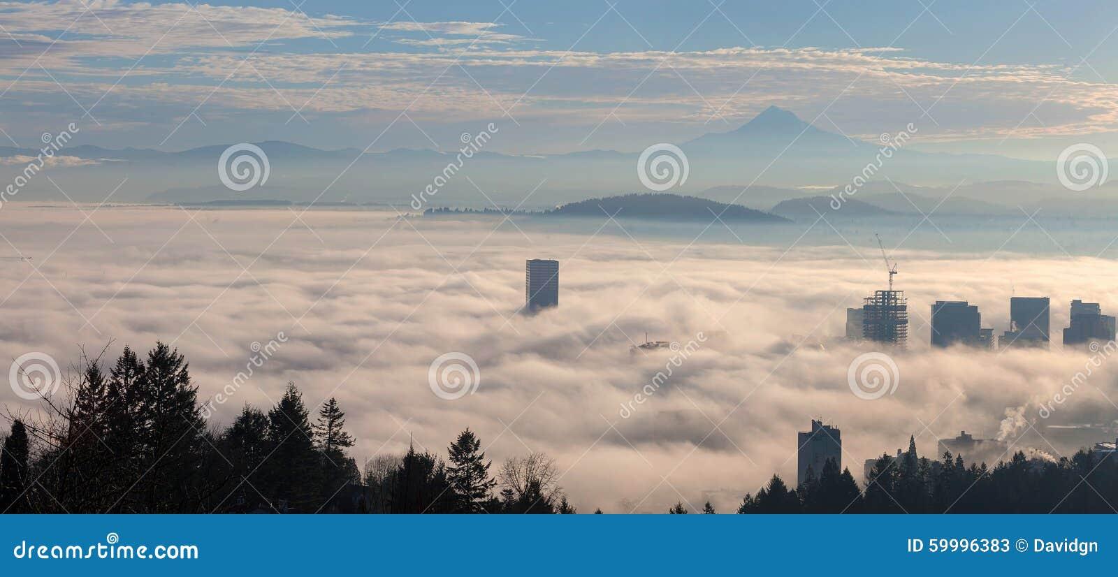 Paysage urbain de Portland couvert en brouillard de matin