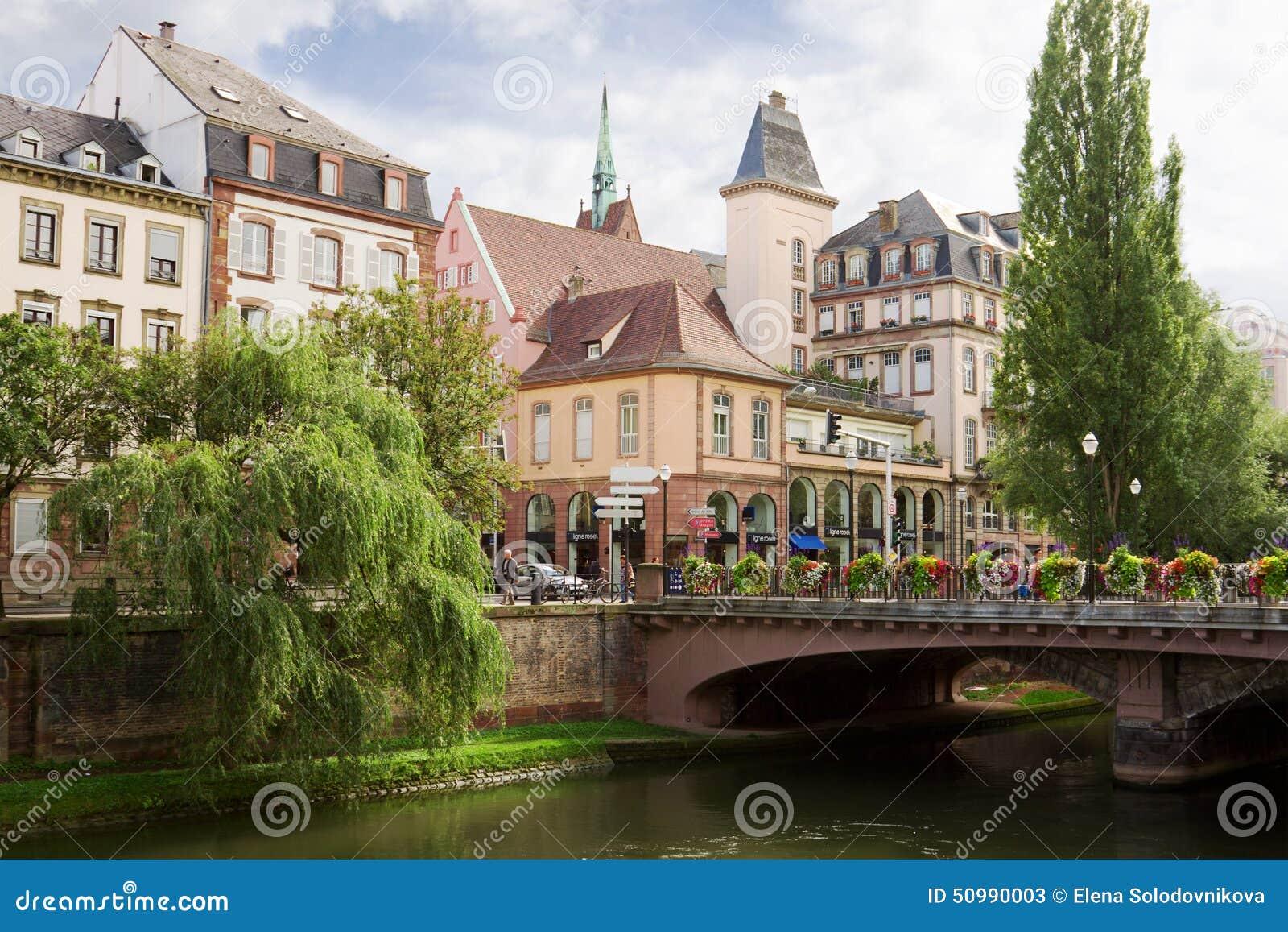 Paysage urbain de strasbourg au centre historique alsace for Alsace carrelage strasbourg