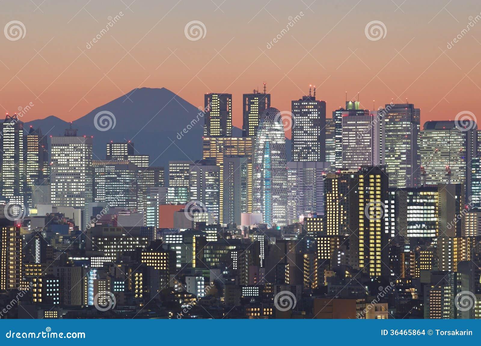 Paysage urbain de Tokyo et montagne Fuji au crépuscule