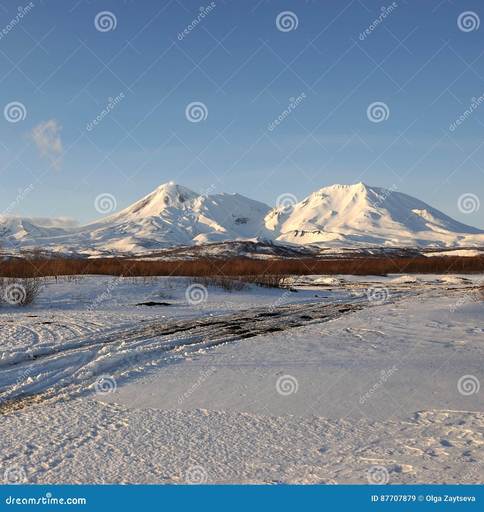 Paysage volcanique de bel hiver