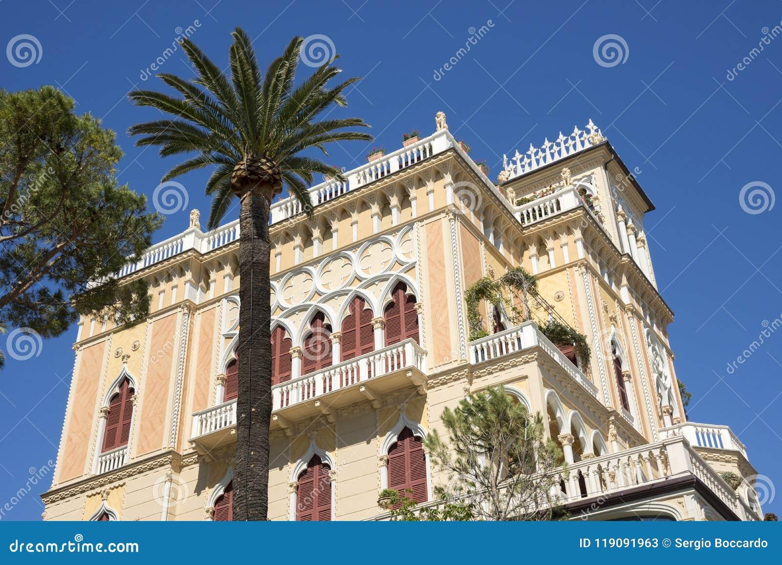 Paysages, maisons et villas sur la mer le long de la côte de Portofino