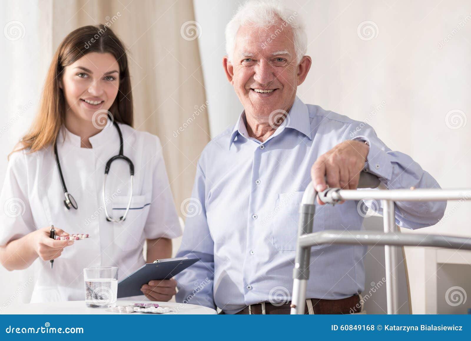Paziente anziano di visita