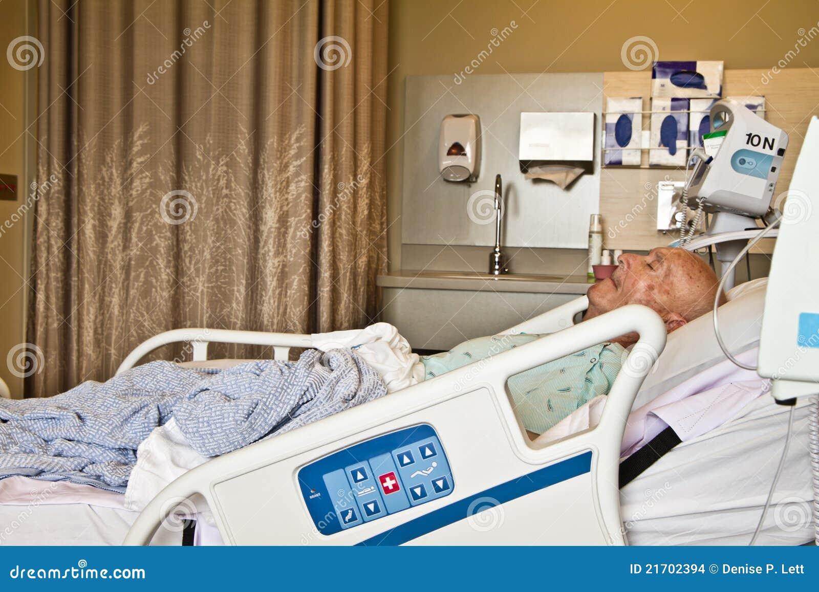 Paziente che si trova nel letto di ospedale fotografia stock immagine di americano uomo 21702394 - Giochi che si baciano a letto ...