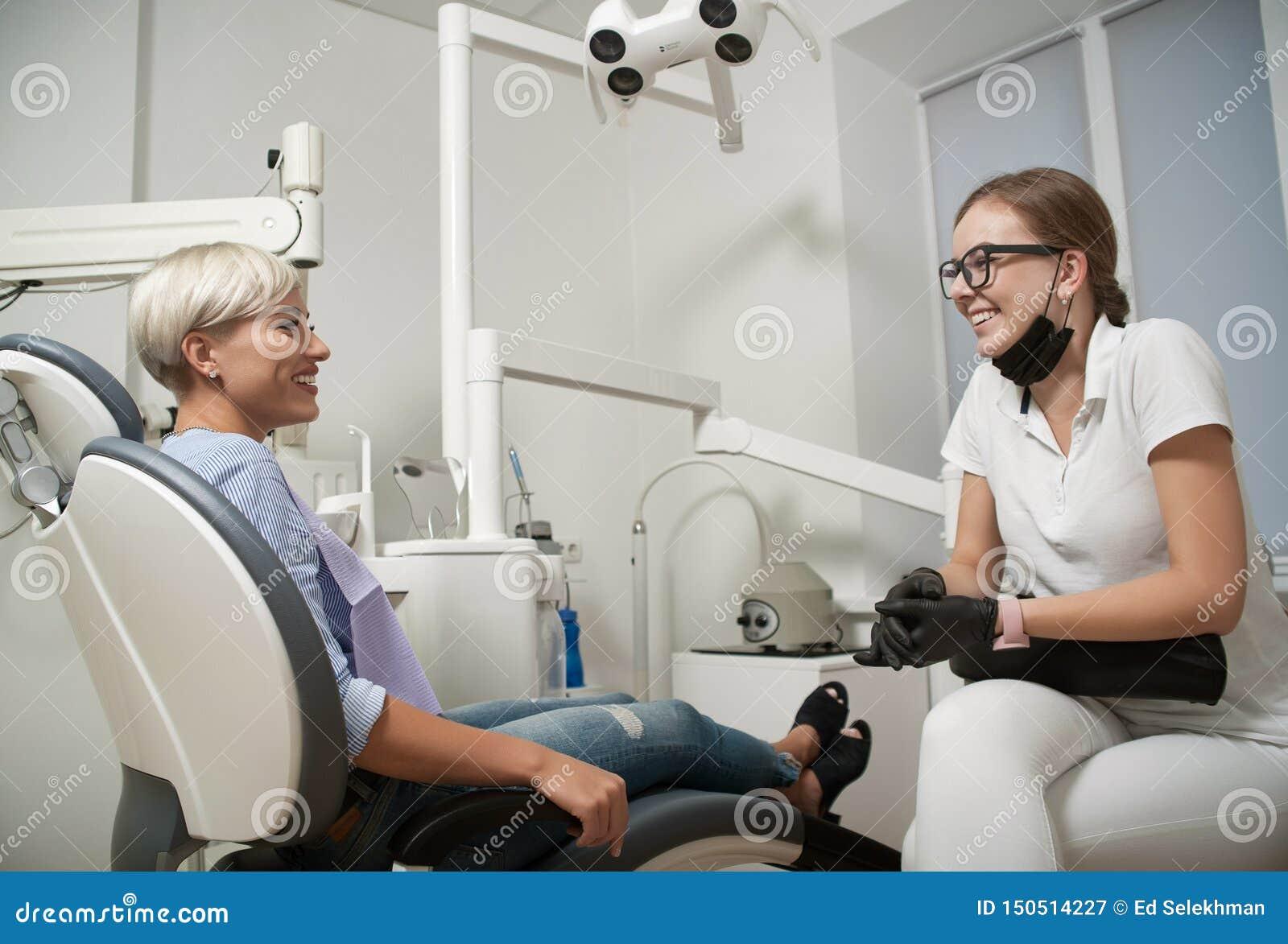 Paziente E Dentista Di Medico Fotografia Editoriale