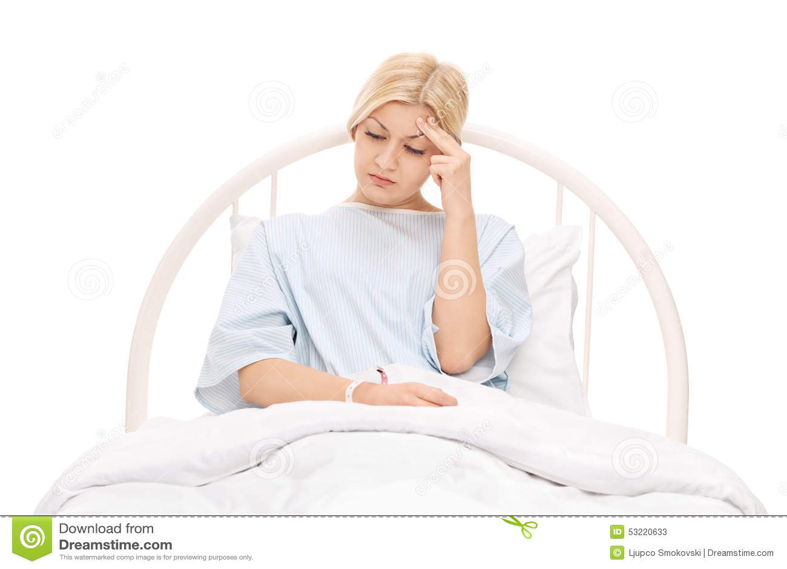 Paziente femminile preoccupato che si trova in un letto di - Letto che si chiude ...