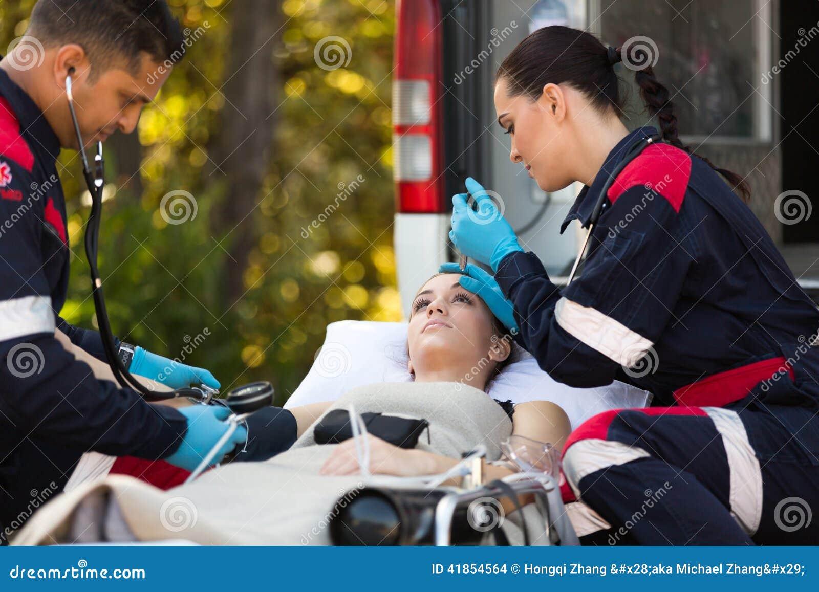 Pazienti medici dei tecnici di emergenza