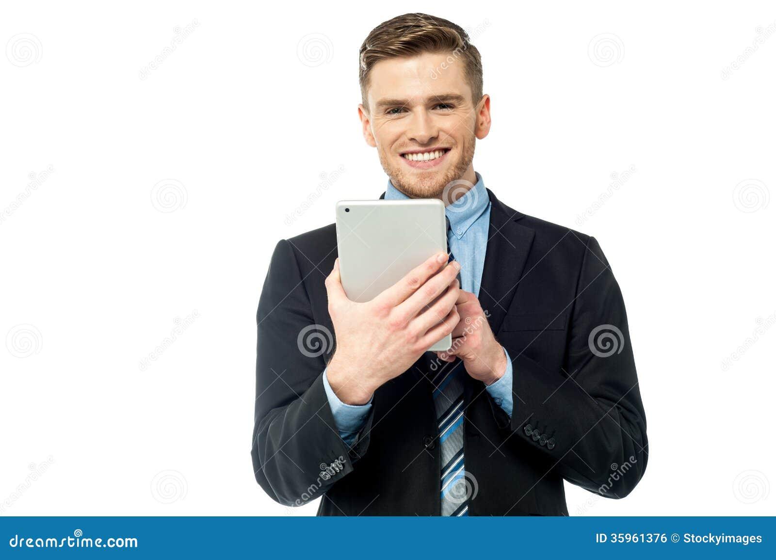 PC corporativa de la tableta del funcionamiento del varón