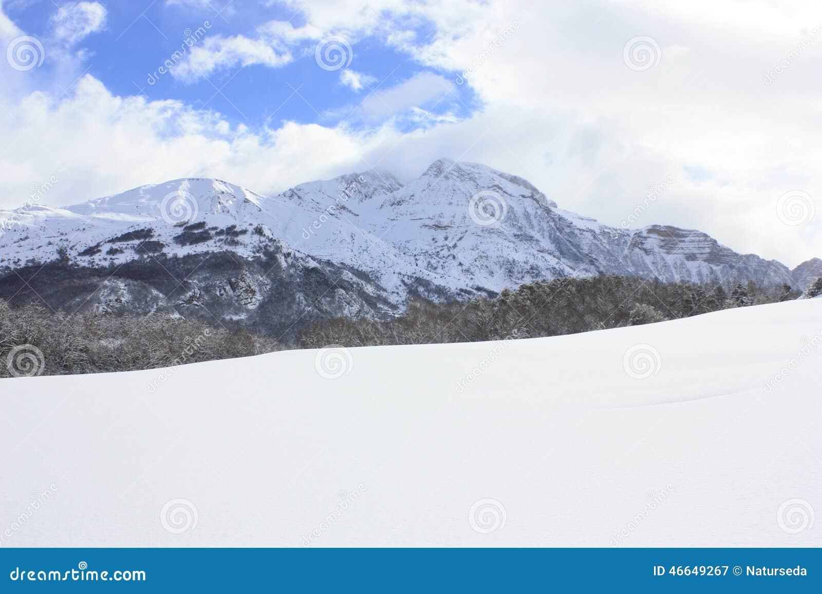 Peñablanca, sneeuwde bergen, de Pyreneeën