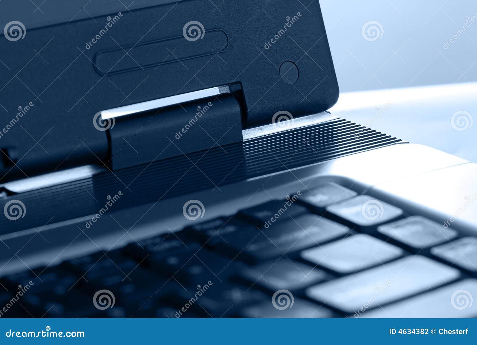 Peça azul do matiz do portátil