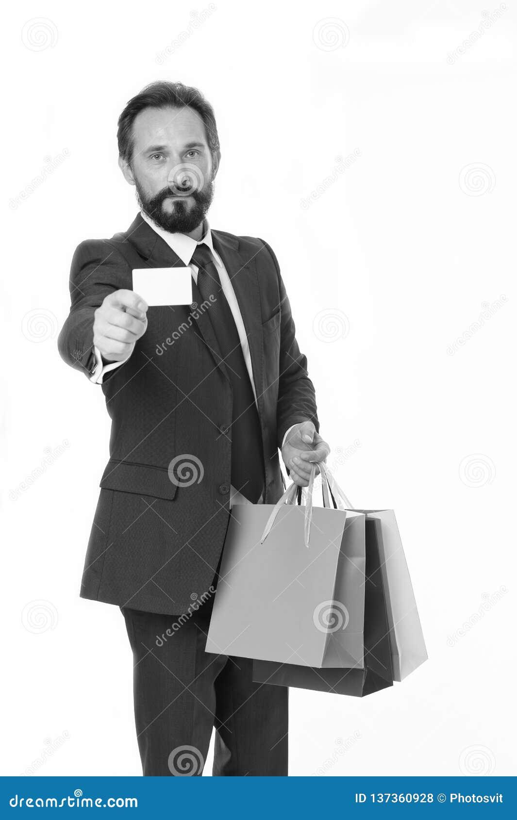 Peça entregam suas compras O terno formal do homem de negócios guardar sacos de papel do grupo quando cartão de show business Hom