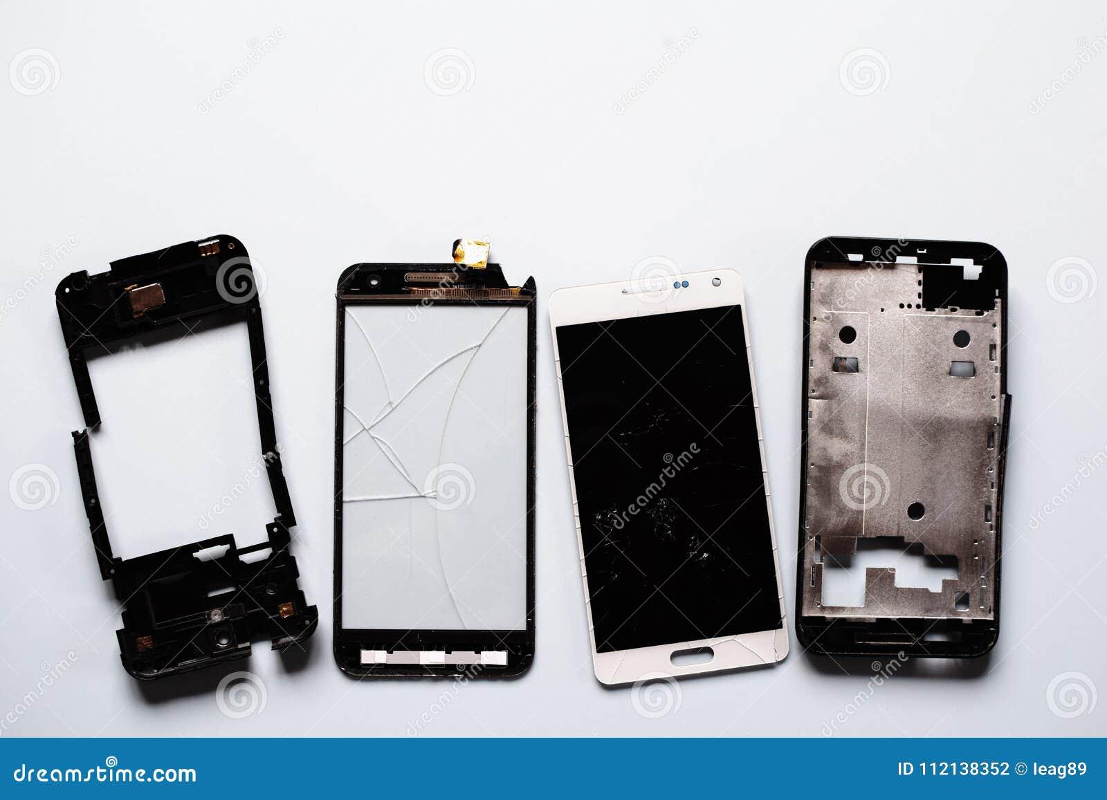 Peças de smartphones quebrados danificados