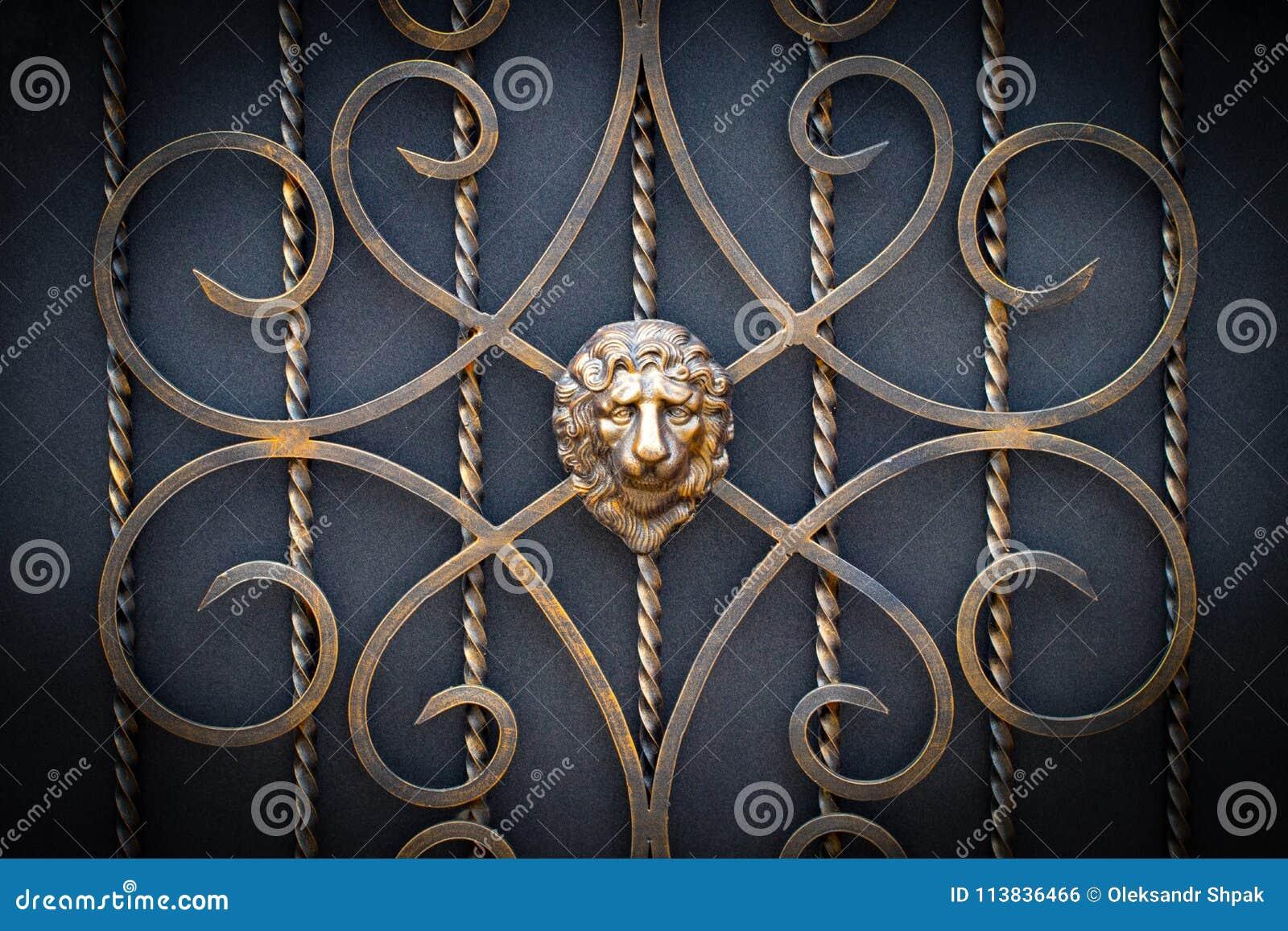 Peças decorativas das portas do metal, elementos do forjamento da mão