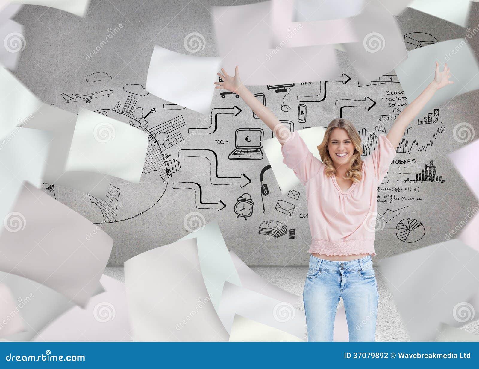 Download Pełny Długość Strzał Uśmiechnięta Kobieta Z Ona Ręki Podnosić Up Ilustracji - Ilustracja złożonej z rynek, dochodowość: 37079892