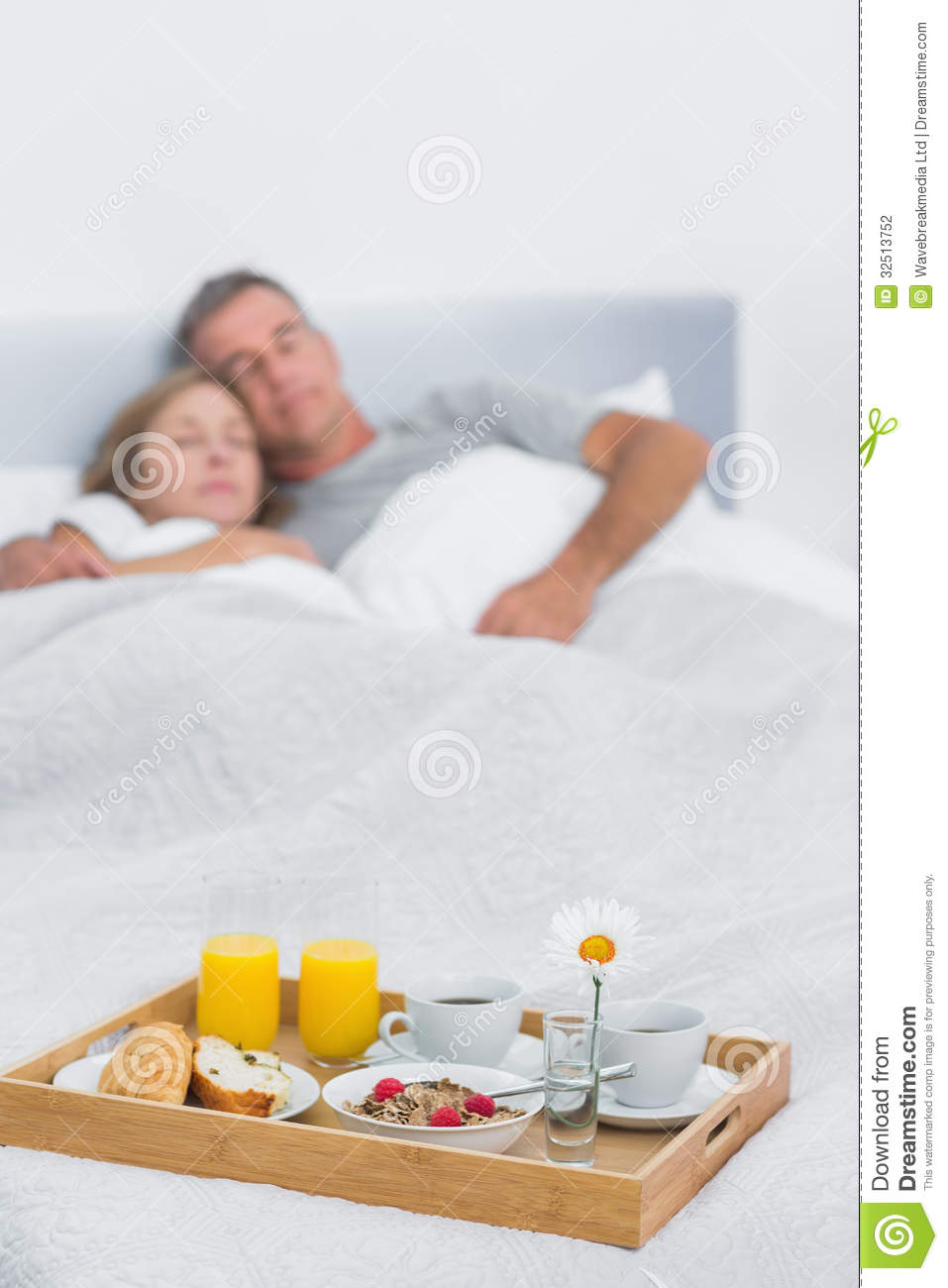 Couple sleeping with breakfast tray on bed stock image - Vassoio colazione letto ...
