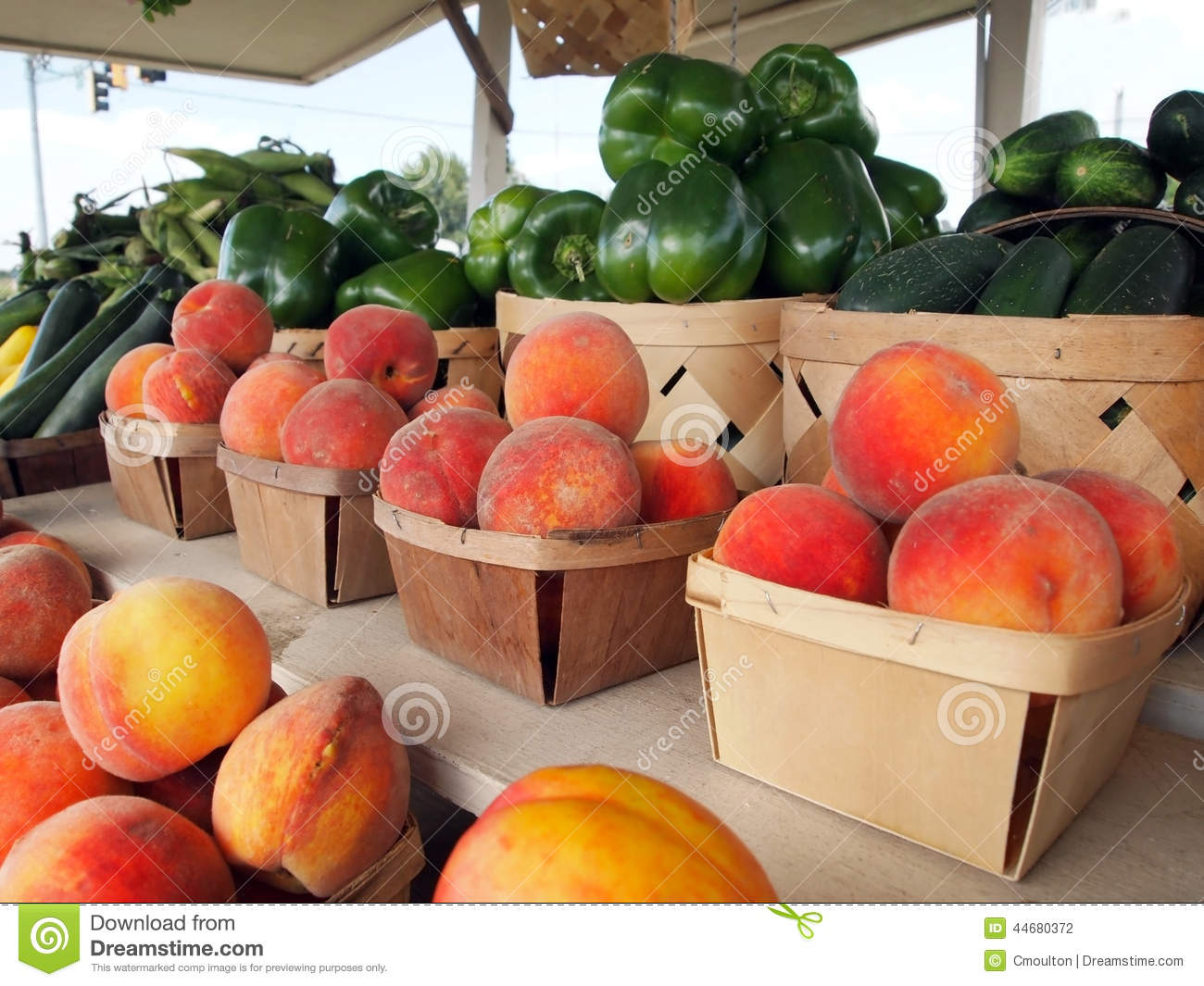 Peaches At The Fruit Stand Stock Image