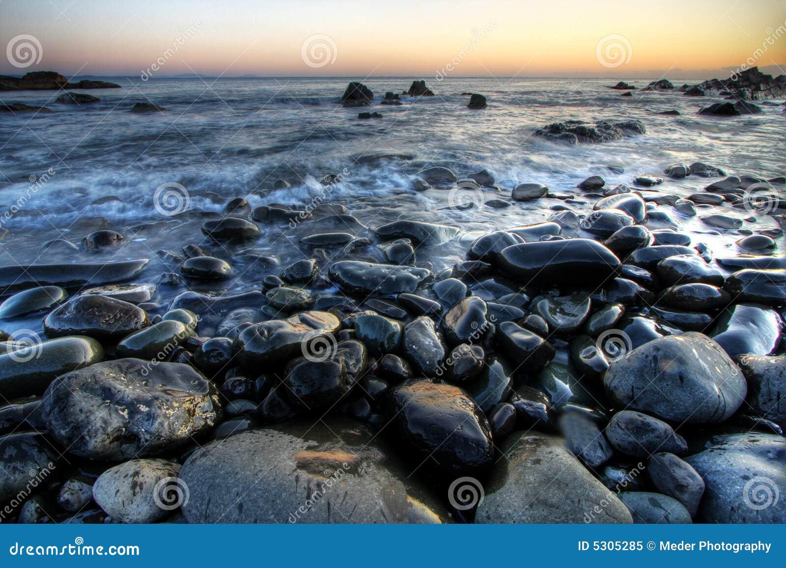 Download Pebble Beach immagine stock. Immagine di scogliera, grande - 5305285