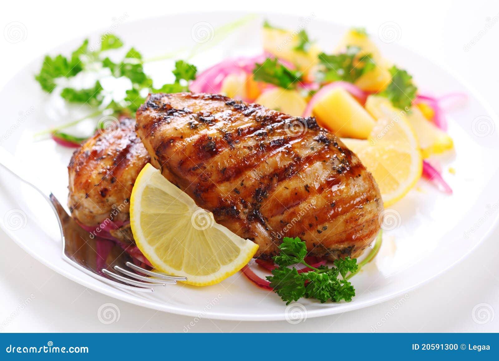Pecho de pollo asado a la parilla